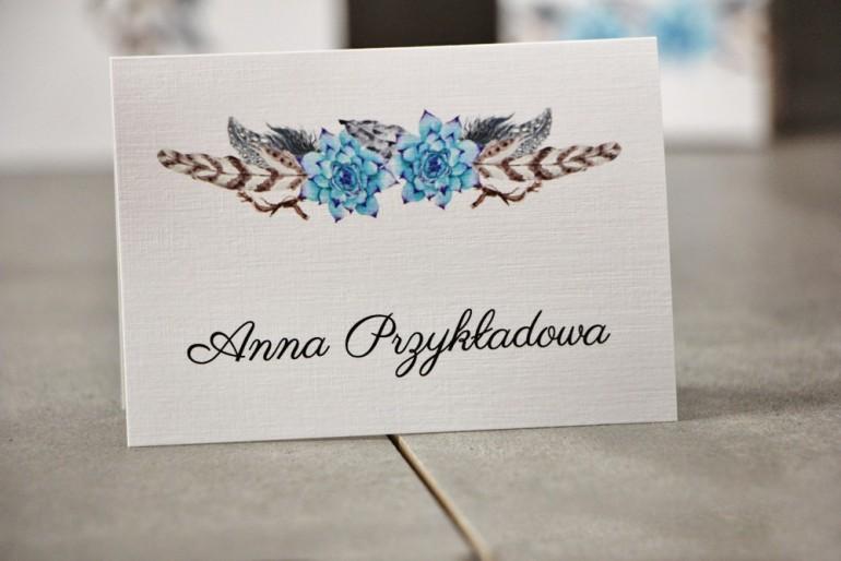 Winietki na stół weselny, ślub - Pistacjowe nr 21 - W stylu boho, błękitne sukulenty i pióra