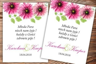 Etykiety samoprzylepne na butelki weselne, ślubne z motywem intensywnie różowych gerberów