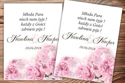 Etykiety samoprzylepne na butelki weselne, ślubne z motywem goździków w kolorze jasnego różu