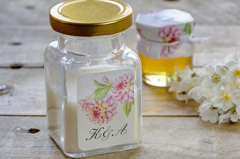 Świeczki - nowe podziękowania i upominki dla gości weselnych, ślubnych. Piękna grafika różowych pełnych dalii
