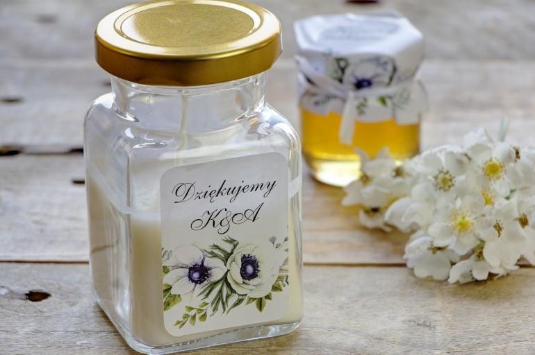 Świeczki - nowe podziękowania i upominki dla gości weselnych, ślubnych. Stonowany wzór z białymi anemonami