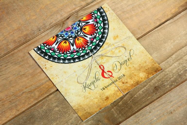 Zaproszenia ślubne ludowe, łowickie. Bogata gama kolorów podkreśla folklorystyczny charakter zaproszenia.