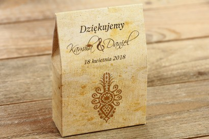 Góralskie, zakopiańskie Pudełeczko na słodkości jako podziękowania dla gości weselnych. Grafika z parzenicą.