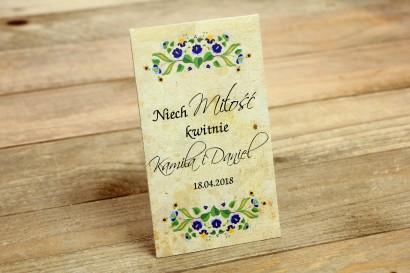 Ludowe Nasiona - podziękowania dla gości weselnych - grafika ze wzorem kaszubskim z przewagą koloru niebieskiego i zielonego.
