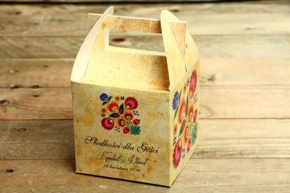 Ludowe Pudełko na Ciasto Weselne. Grafika z wycinanką łowicką. Bogata gama kolorów podkreśla folklorystyczny charakter