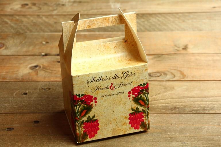 Ludowe Pudełko na Ciasto Weselne z folklorystyczną kwiatową grafiką