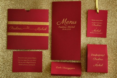 Zaproszenia ślubne w stylu Glamour ze złoceniem i ozdobnym brokatowym papierem. Kolor Bordowy