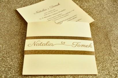 Zaproszenia ślubne w stylu Glamour ze złoceniem i ozdobnym brokatowym papierem. Kolor Waniliowy.