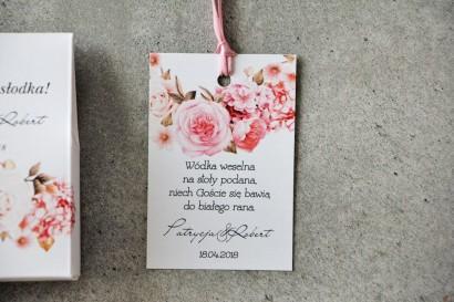 Zawieszka na butelkę, Wódka weselna, ślub - Pistacjowe nr 23 - Kwiaty w odcieniach pudrowego różu