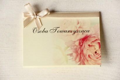 Ślubne Winietki na stół weselny z piwonią w pastelowym odcieniu jasnego różu.