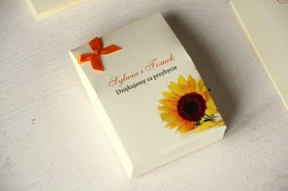 Pudełeczko na słodkości jako podziękowania dla gości weselnych. Grafika ze słoneczkiem