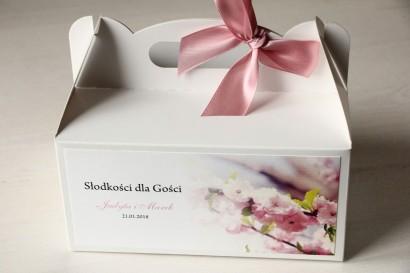 Pudełko na Ciasto weselne z gałązką kwitnącej wiśni.