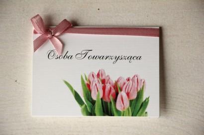 Ślubne Winietki na stół weselny z różowymi tulipanami.