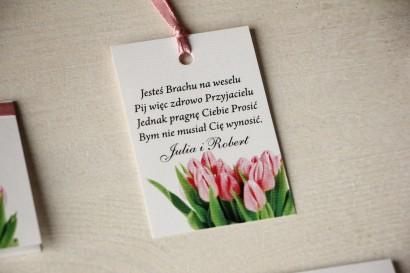 Zawieszki na butelki weselne z różowymi tulipanami
