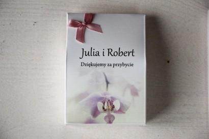 Pudełeczko na słodkości jako podziękowania dla gości weselnych. Grafika z orchideą