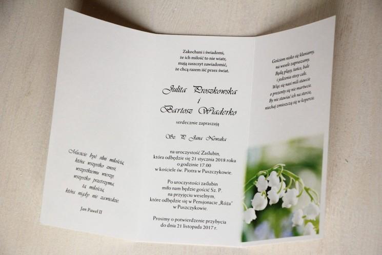 Delikatne zaproszenia ślubne z konwaliami z ozdobną przywieszką z wierszykiem - Wnętrze zaproszenia