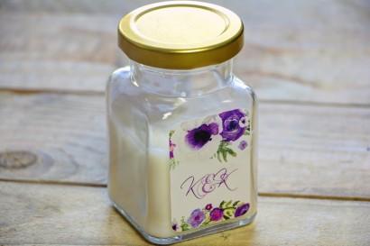 Świeczki - nowe podziękowania i upominki dla gości weselnych, ślubnych. Drobny wzór kwiatowy w różnych odcieniach fioletu