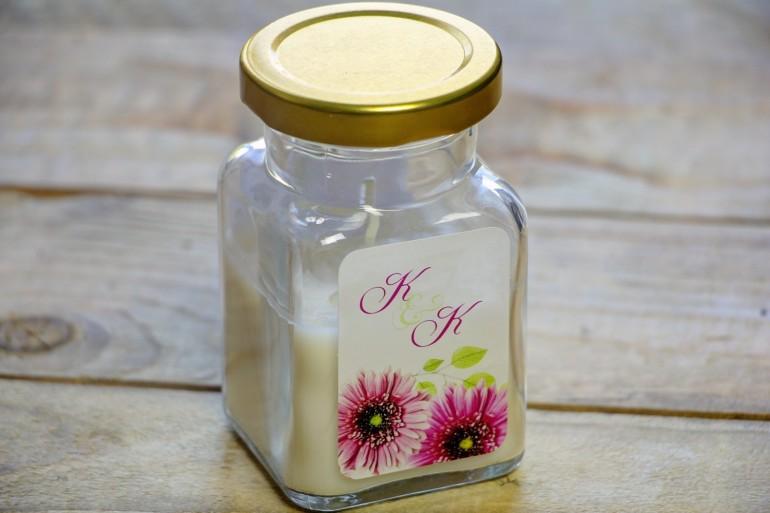 Świeczki - podziękowania dla gości weselnych, ślubnych. Piękne różowe gerbery w połączeniu z delikatnymi zielonymi listkami