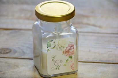 Świeczki - podziękowania dla gości weselnych. Grafika kremowo-różowa z pastelowymi różami, goździkiem, eustomą i frezją