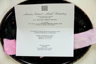 Srebrne zaproszenia ślubne z ozdobnym. Całość wykonana na papierze jednostronnym perłowym - wnętrze zaproszenia Brenet nr 2
