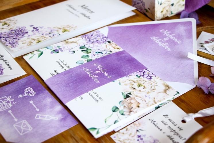 Zaproszenia ślubne z fioletową hortensją i białymi piwoniami z dodatkiem eukaliptusa