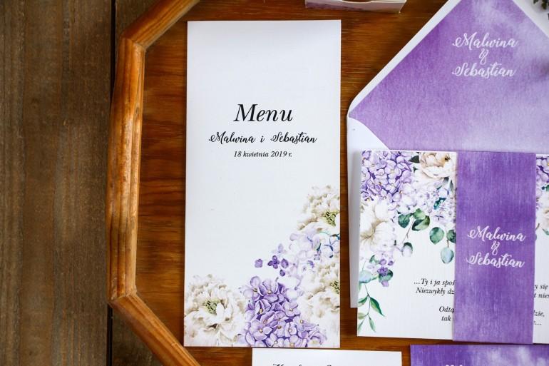 Menu ślubne, dodatki na stół weselny - Kompozycja z fioletową hortensją i białymi piwoniami z dodatkiem eukaliptusa