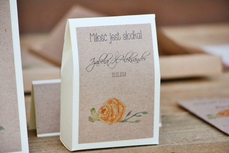 Pudełeczko stojące na cukierki, podziękowania dla Gości weselnych - Margaret nr 3 - Żółte róże z akcentem zieleni