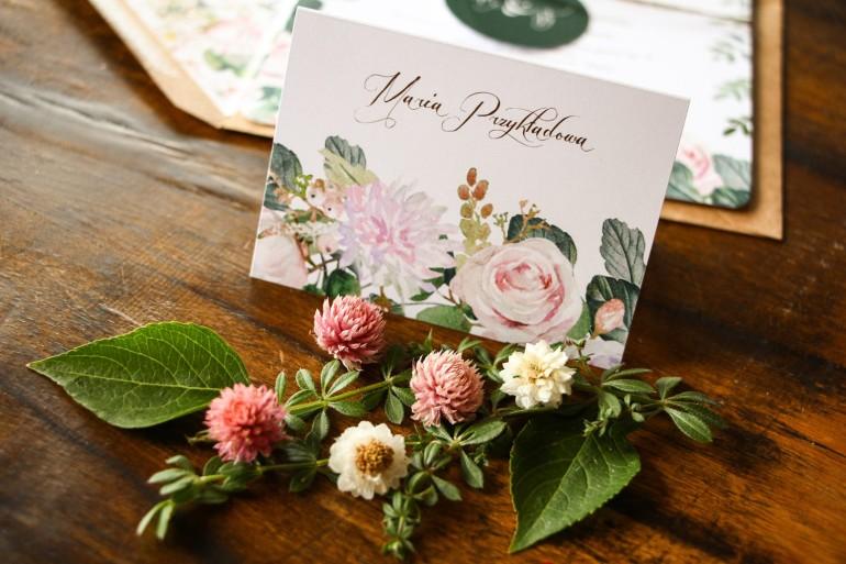 Winietki ślubne, wizytówki z personalizacją na stół weselny z motywem pastelowych, różowych dalii i róż
