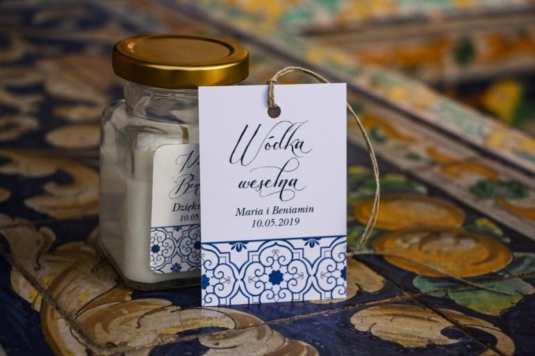 Zawieszki na trunki weselne, dodatki ślubne z motywem hiszpańskiej grafiki w kolorze niebieskim