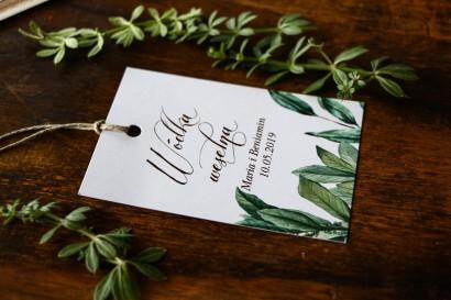 Zawieszki na trunki weselne, dodatki ślubne  motywem gałązek oliwki, projekt utrzymany w stylistyce greenery