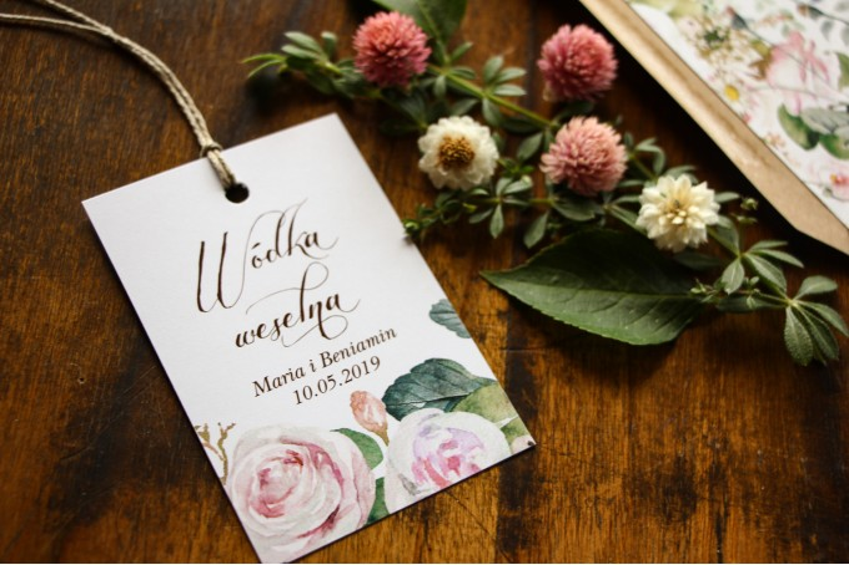 Zawieszki na trunki weselne, dodatki ślubne z motywem pastelowych, różowych dalii i róż