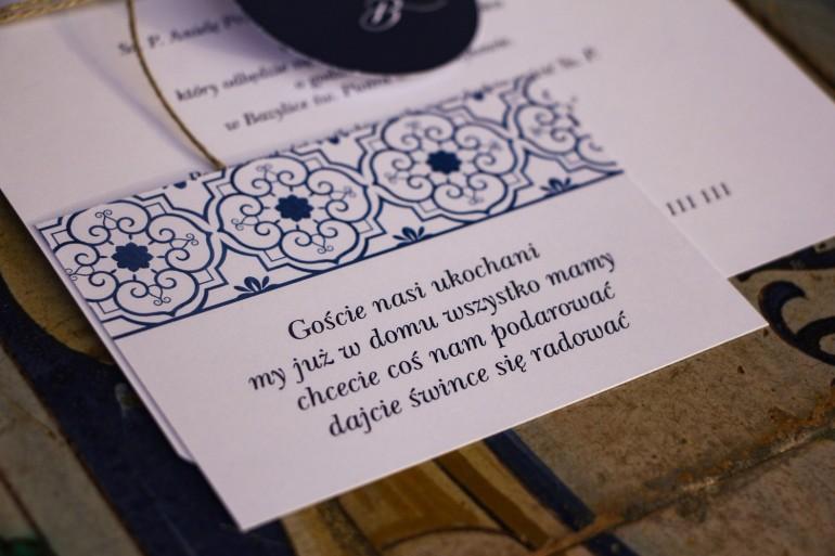 Bilecik do zaproszeń ślubnych z motywem hiszpańskiej grafiki w kolorze niebieskim