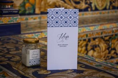 Menu ślubne na stół weselny z motywem hiszpańskiej grafiki w kolorze niebieskim
