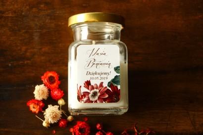 Świeczki - podziękowania i upominki dla gości weselnych, ślubnych z motywem bordowych i burgundowych stokrotek afrykańskich