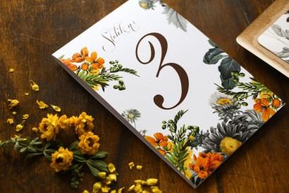 Rustykalne Weselne Numery Stolików z motywem żółtych kwiatów, przełamanych szarością