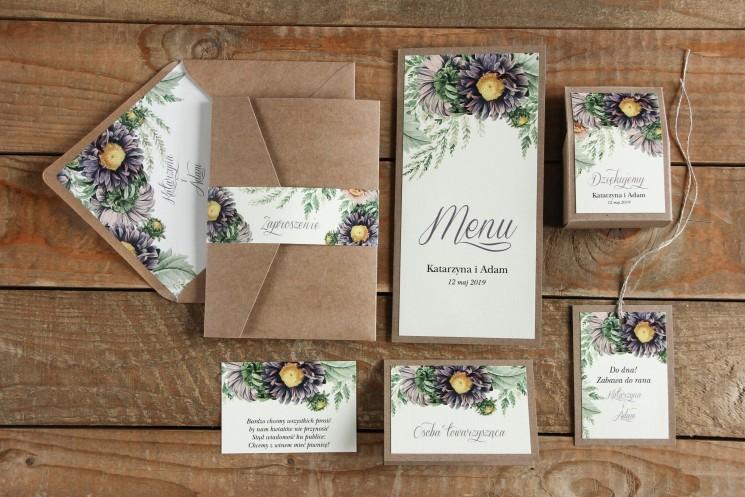 Ekologiczne zaproszenia ślubne z astrami w odcieniach fioletu oraz gałązkami paproci wraz z dodatkami