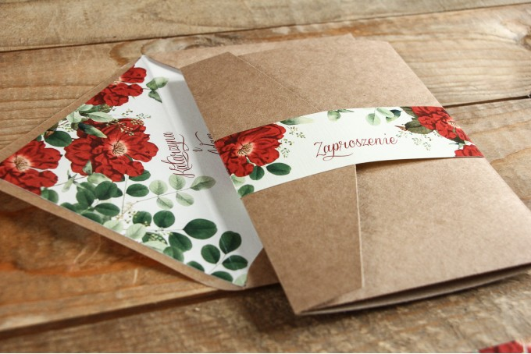 Ekologiczne zaproszenia ślubne z czerwoną chińską różą oraz zielonymi gałązkami