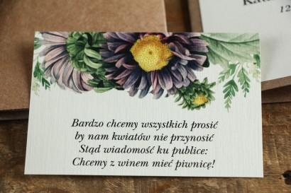 Bilecik do zaproszeń ślubnych. Grafika z astrami w odcieniach fioletu oraz gałązkami paproci