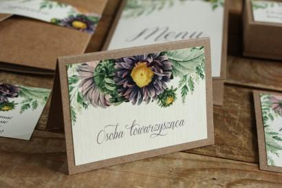 Winietki ślubne, wizytówki z personalizacją na stół weselny - Grafika z astrami w odcieniach fioletu oraz gałązkami paproci