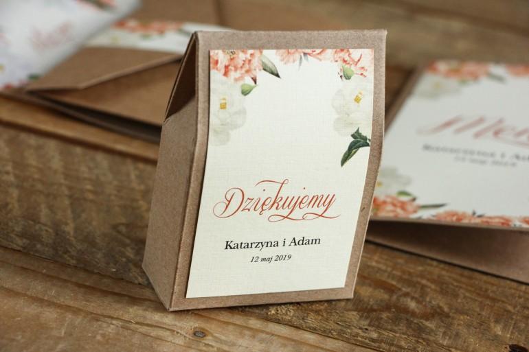 Ekologiczne Pudełeczko na słodkości jako podziękowania dla gości weselnych - Brzoskwiniowa grafika z różą i piwonią