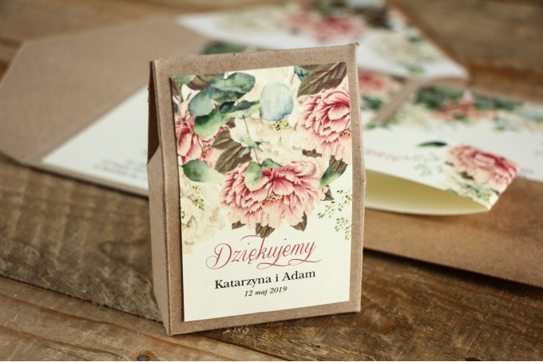 Ekologiczne Pudełeczko na słodkości jako podziękowania dla gości weselnych - Grafika z białymi i różowymi piwoniami
