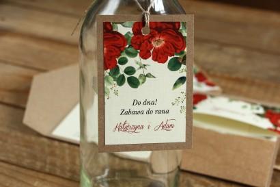 Zawieszki na butelki weselne - Grafika z czerwoną chińską różą oraz zielonymi gałązkami