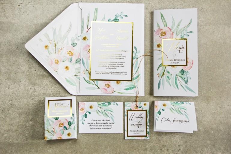 Zaproszenia ślubne w stylu glamour ze złoconą ramką i tekstem - subtelny wzór z różowymi i białymi piwoniami