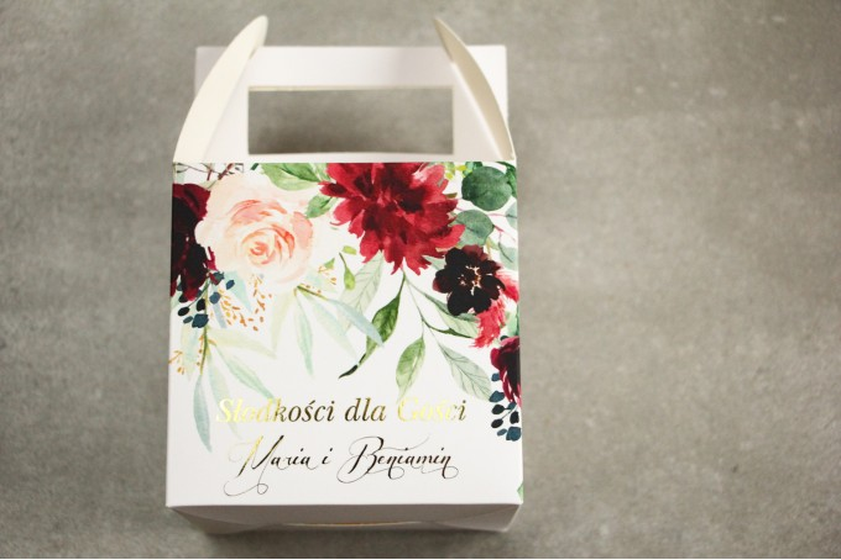 Pudełko na Ciasto weselne (kwadratowe) ze złoceniem - podziękowania dla gości weselnych. Burgundowe i bordowe piwonie