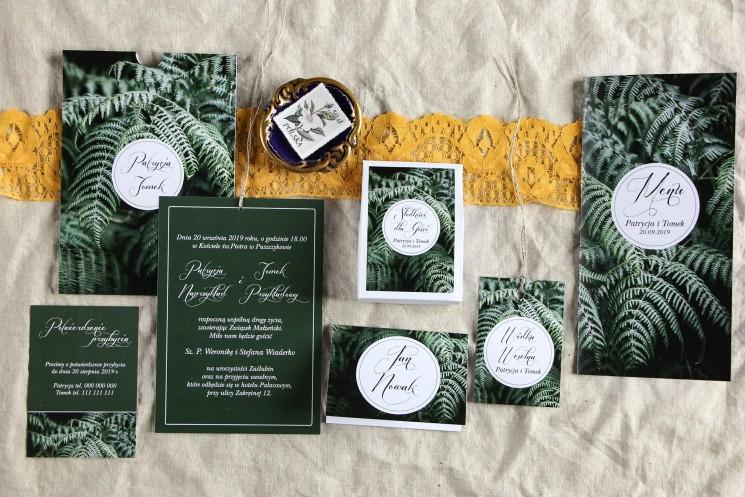 Botaniczne zaproszenia ślubne w etui z liśćmi paproci wraz z dodatkami i podziękowaniami dla gości