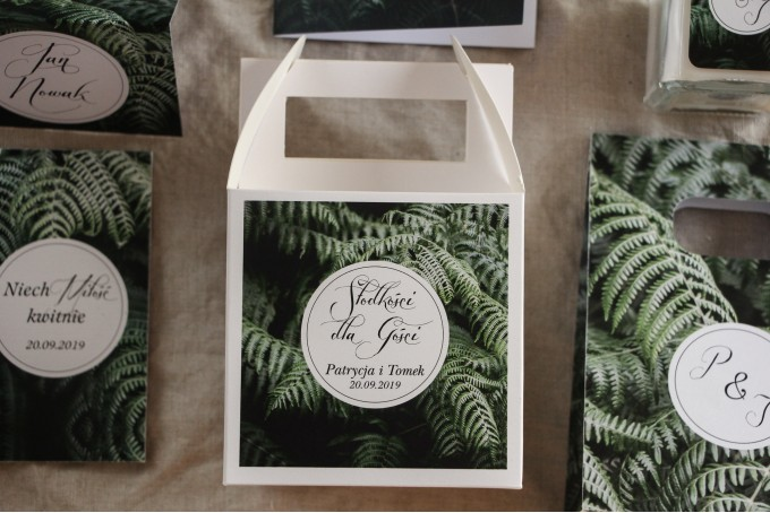 Podziękowanie dla gości weselnych, kwadratowe pudełka na ciasto w stylu Botanicznym - Grafika z liśćmi paproci