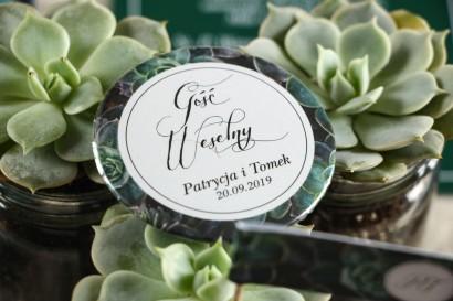 Przypinki ślubne, podziękowania dla gości. Grafika z eukaliptusami