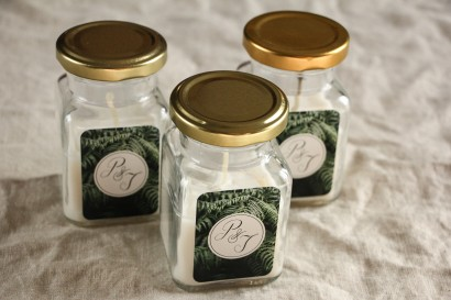 Świeczki - Botaniczne podziękowania dla gości weselnych. Piękna grafika z liśćmi paproci.