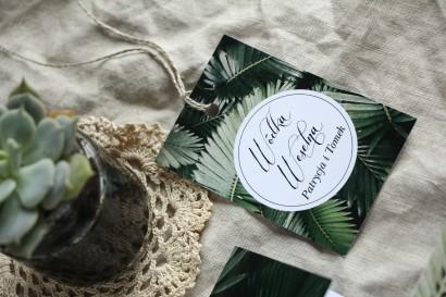 Zawieszki na butelki weselne w stylu botanicznym. Grafika z liśćmi bananowca.