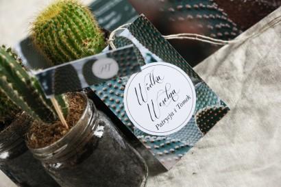 Zawieszki na butelki weselne w stylu botanicznym. Grafika z kaktusem